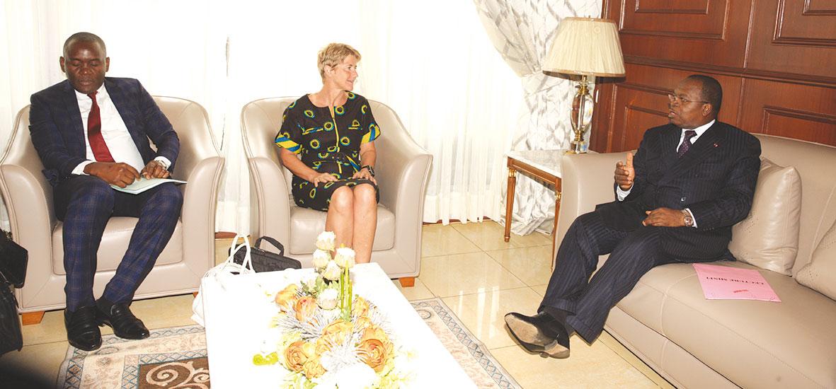 louis-paul-motaze-recoit-Karine-Migliorini-directeur-général-EDF-Cameroun.jpg