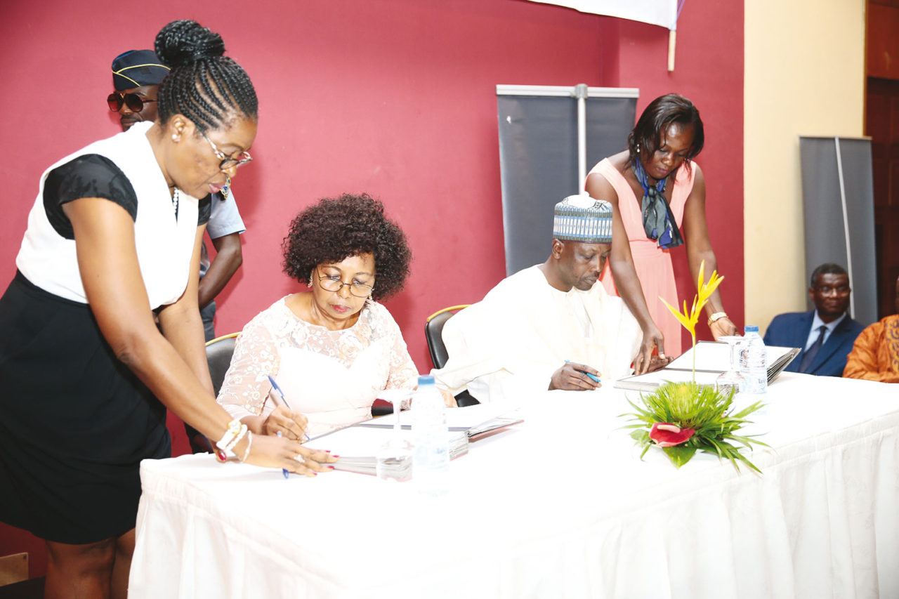 nalova-lyonga-signature-convention-paiement-frais-examens-officiels-mobile-money-1280x853.jpg
