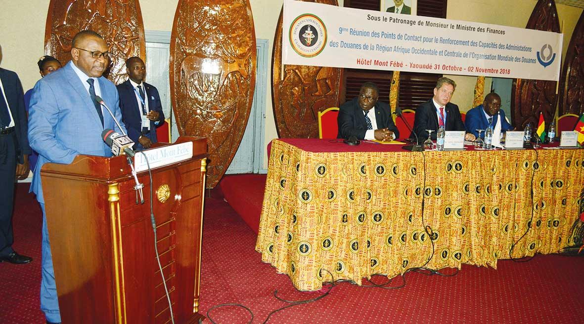 conference-recyclage-douaniers-afrique-central-et-ouest.jpg