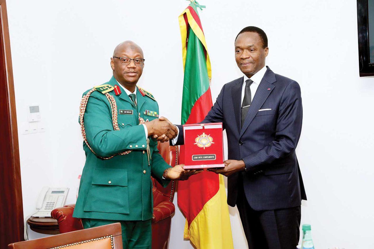 Joseph-Beti-Assomo-recoit-le-colonel-nigerian-Abdulraheem-Belo-1280x853.jpg