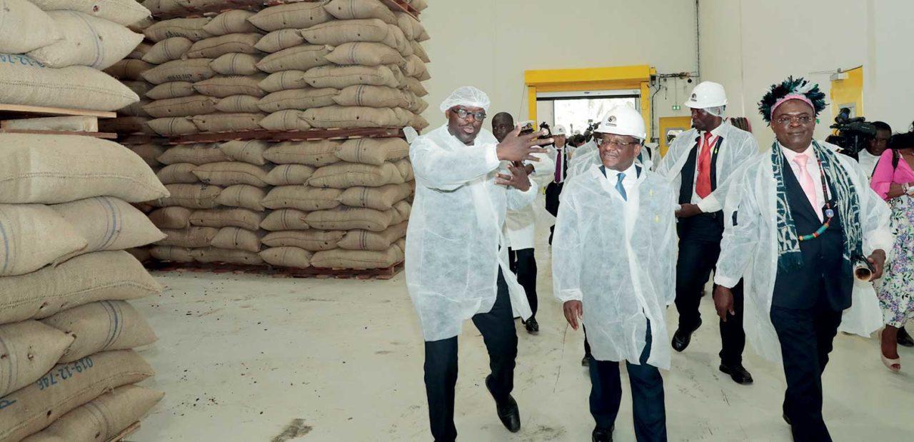 joseph-dion-ngute-inaugure-une-usine-de-transformation-du-cacao-a-kekem-cameroun-1280x619.jpg