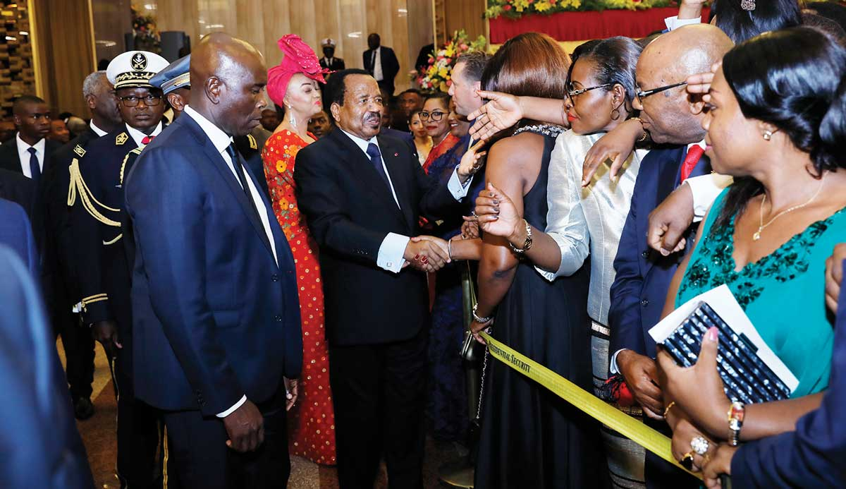 paul-biya-reception-palais-de-lunite-2.jpg