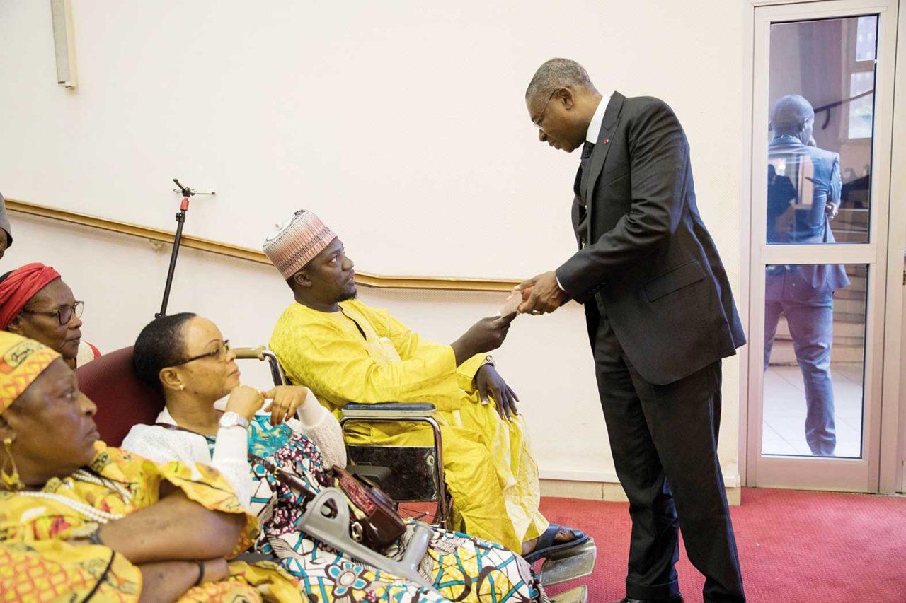 Accident-de-train-a-Eseka-les-victimes-recoivent-l'aide-du-president-Biya-1280x853.jpg