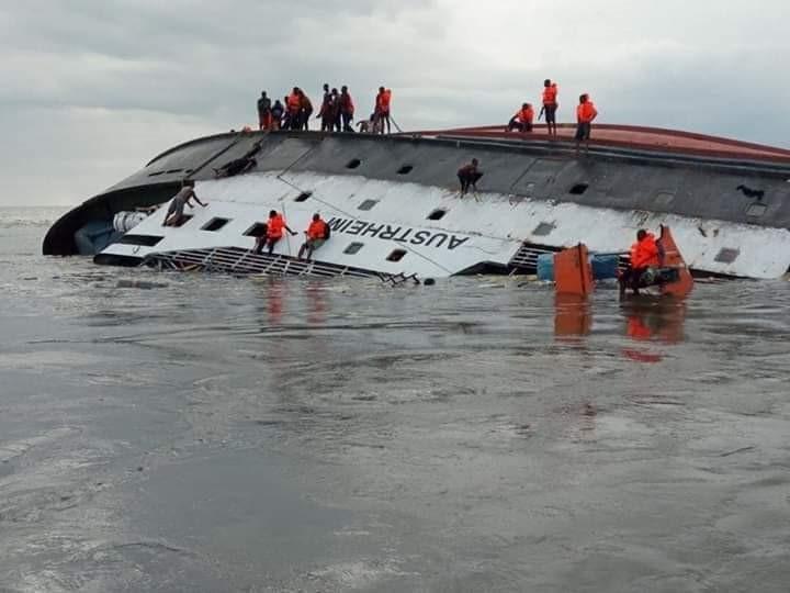 naufrage-du-navire-AUSTRHEIM.jpg
