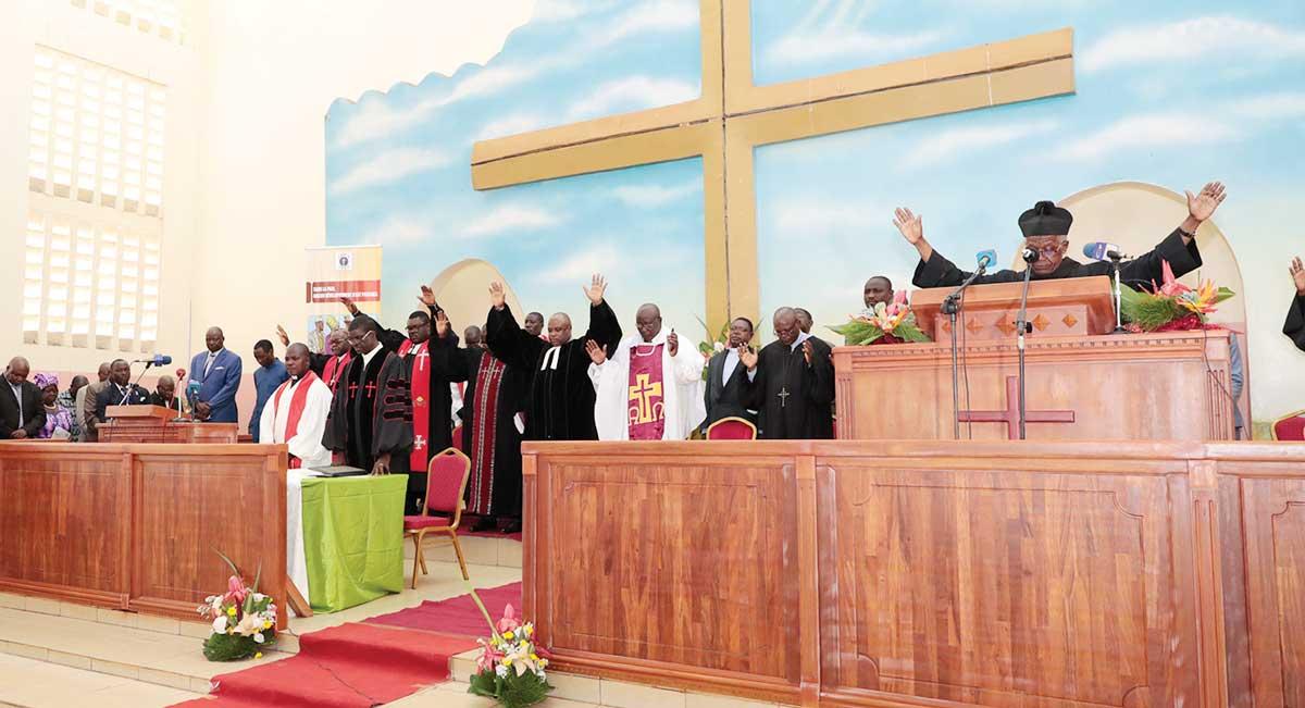 prieres-eglise-protestante-paix-cameroun.jpg