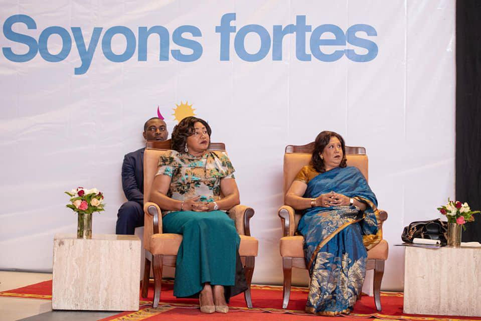 Denise-Nyakeru-Tshisekedi-recoit-prix.jpeg
