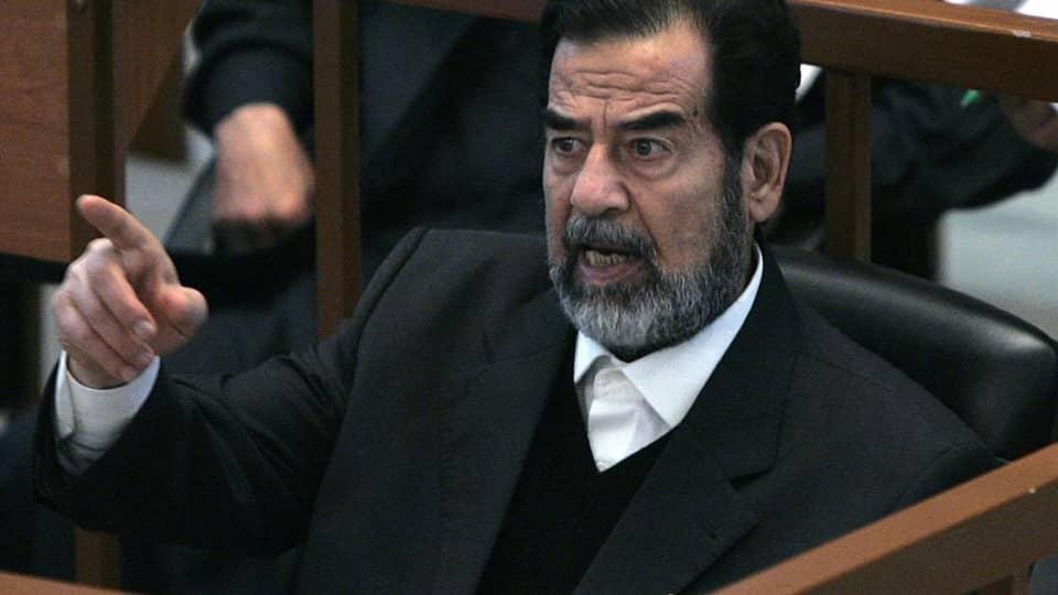 Saddam-Hussein-en-justice.jpeg