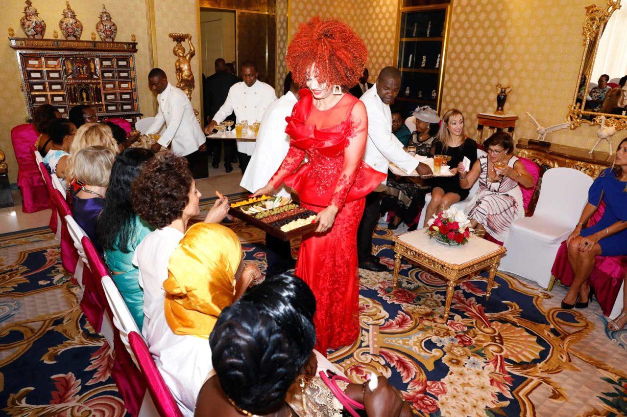 chantal-biya-accueille-chaleureusement-les-femmes-des-membres-du-corps-diplomatique-et-des-corps-constitués-nationaux-1280x853.jpg