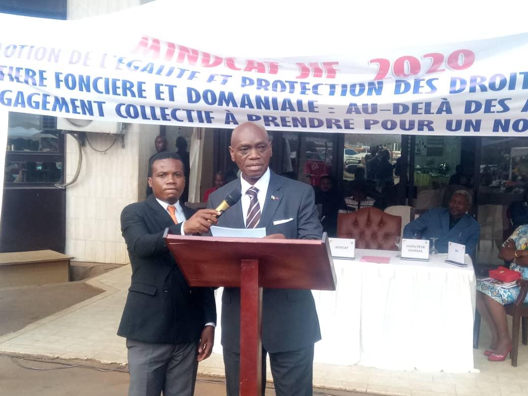 Henri-Eyebe-Ayissi-assure-a-la-Femme-le-droit-d'acces-a-la-terre.jpeg