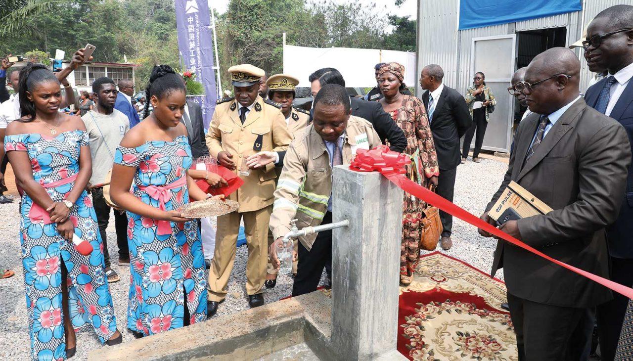 Le-ministre-Gaston-Eloundou-Essomba-lance-le-programme-de-rehabilitation-des-stations-deaux-1280x730.jpg