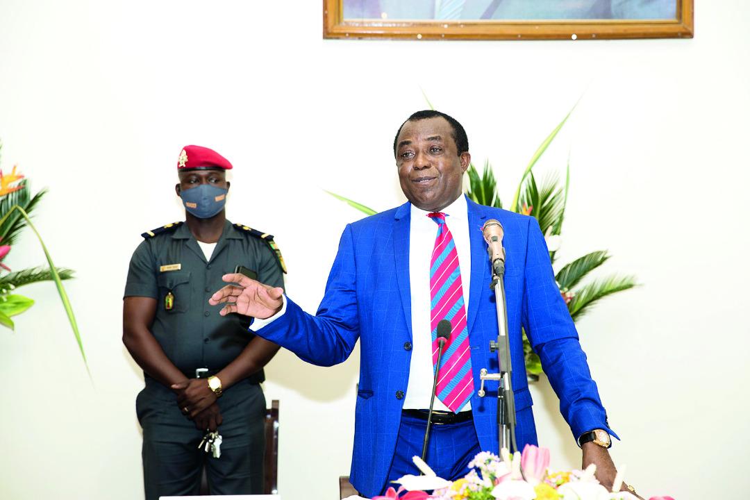 le-Pr.-Laurent-Serge-Etoundi-Ngoa-lance-le-recrutement-de-plus-de-3000-instituteurs.jpeg